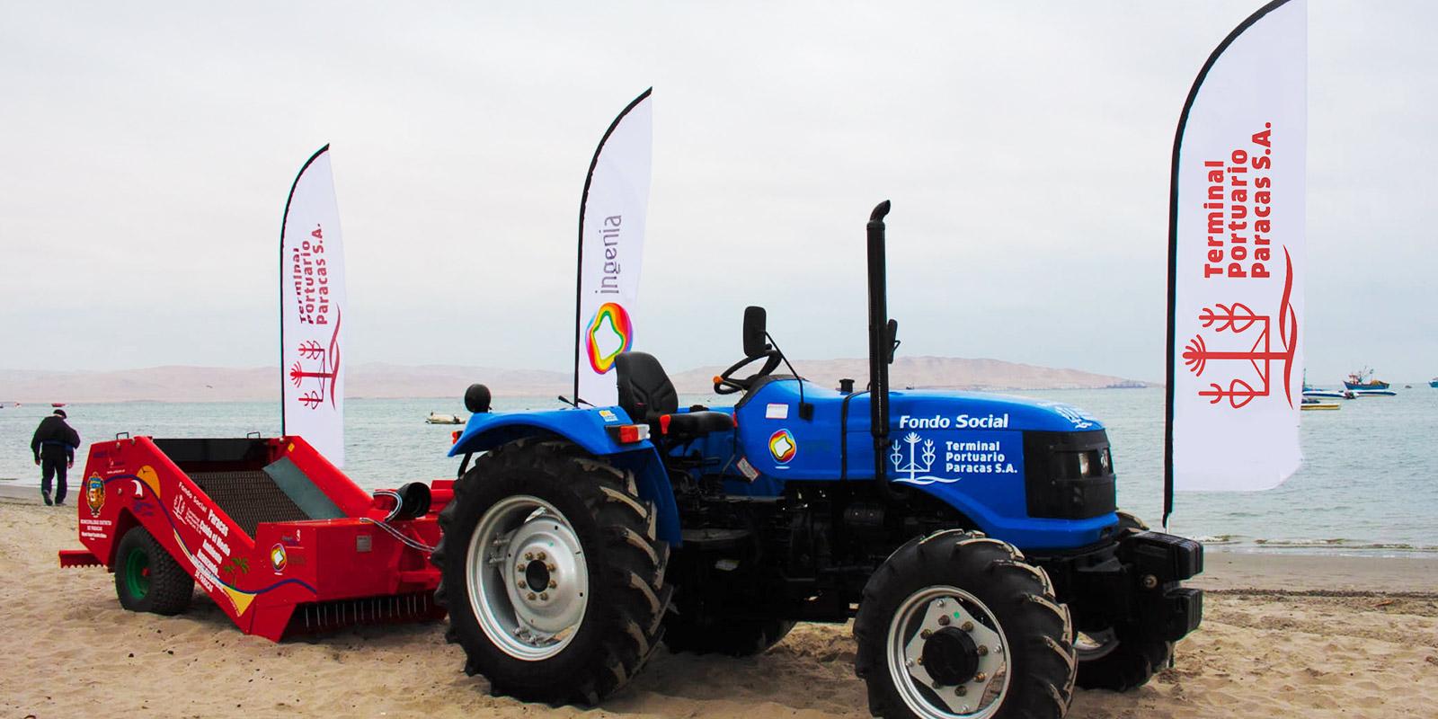 Donación de tractor y máquina para limpieza de playas